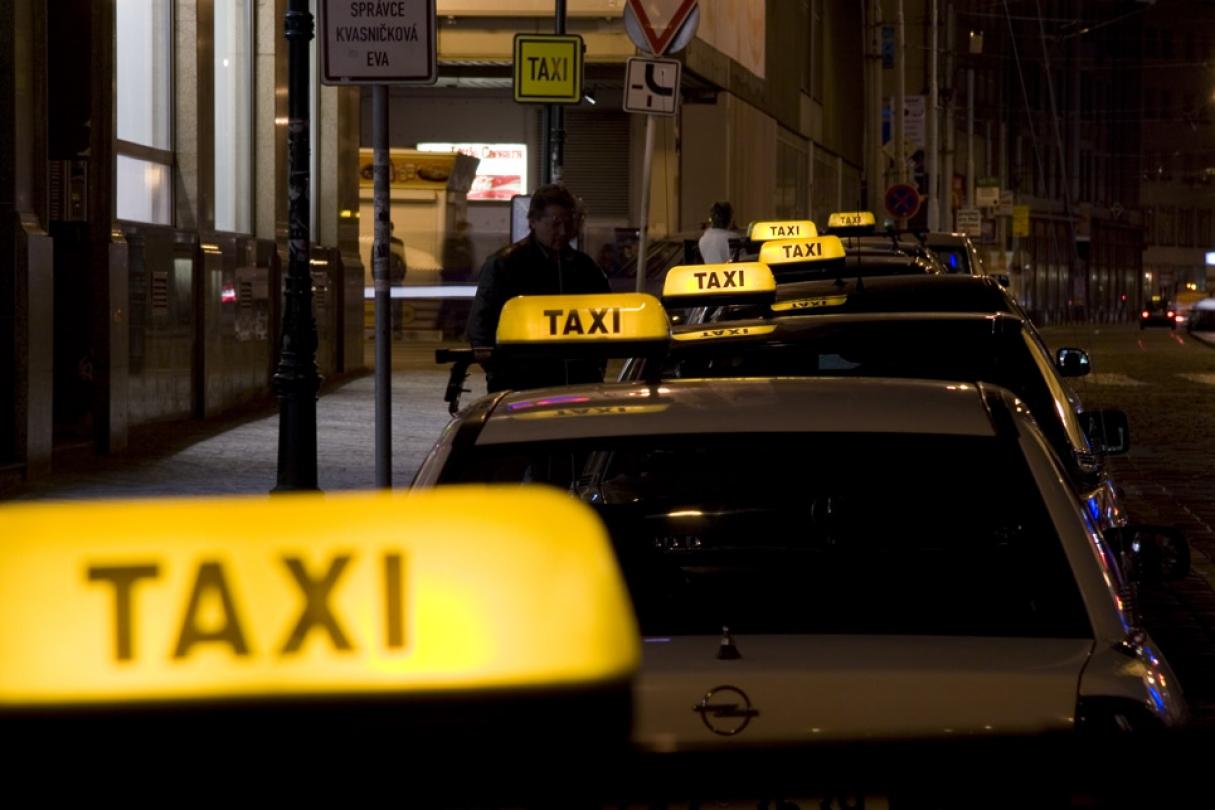В Алматы нашли таксиста, который подвез иностранца из аэропорта в центр за 33 тысячи тенге