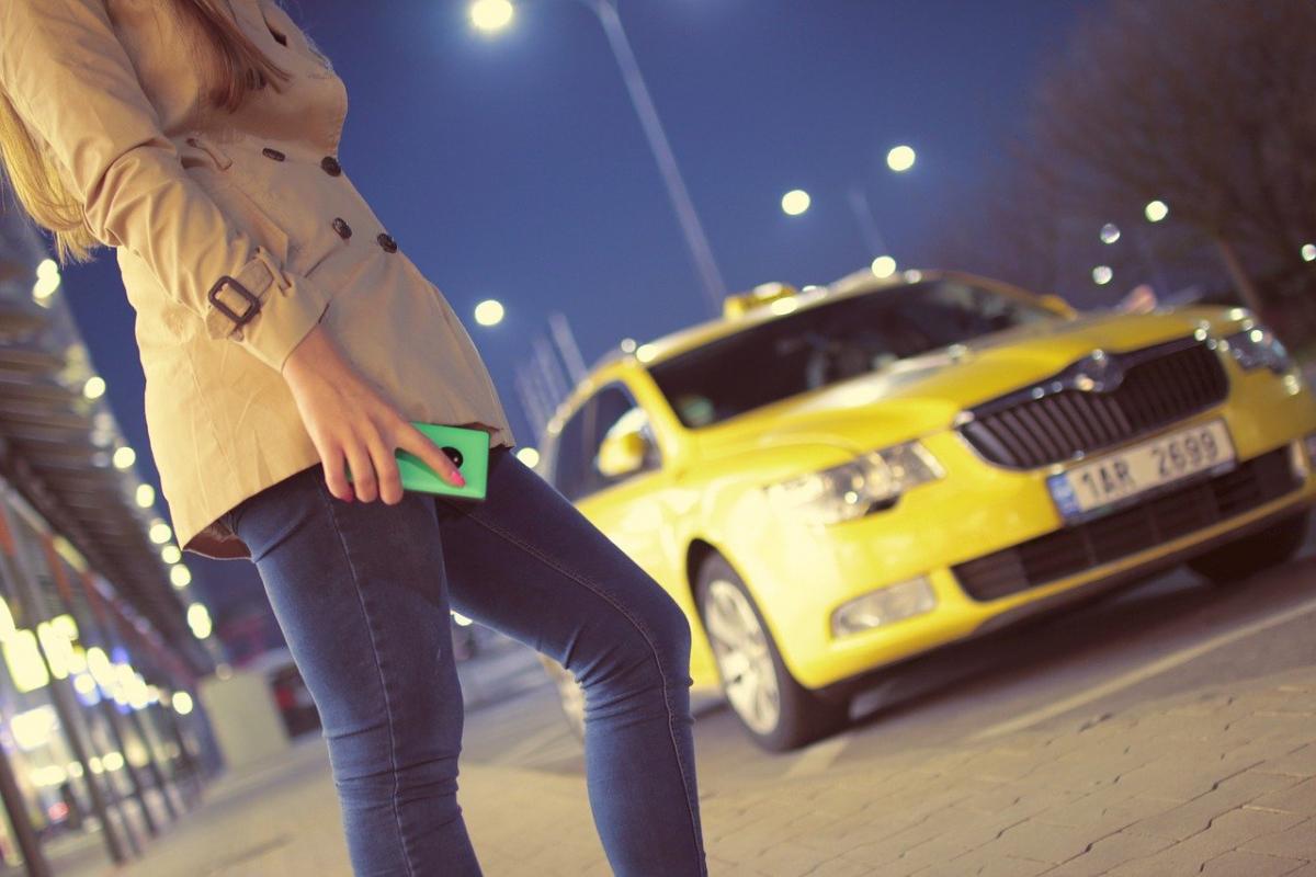 Столичного таксиста привлекли к ответственности за нарушение карантинного режима