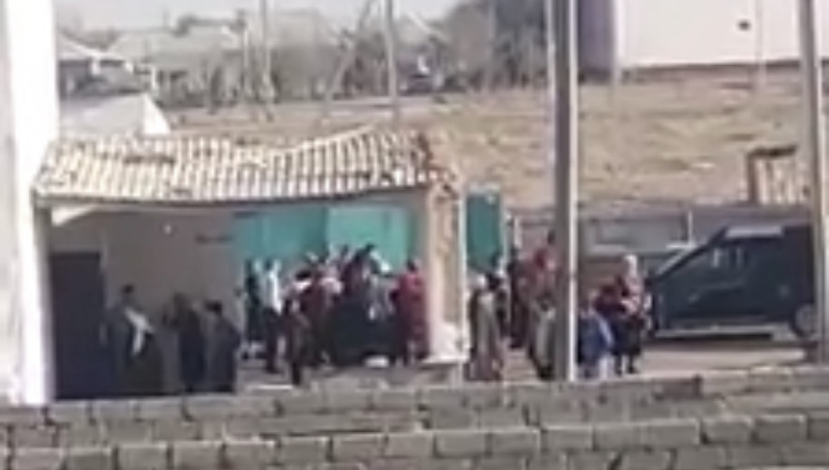 Мужчину оштрафовали за организацию узату тоя для дочери (видео)