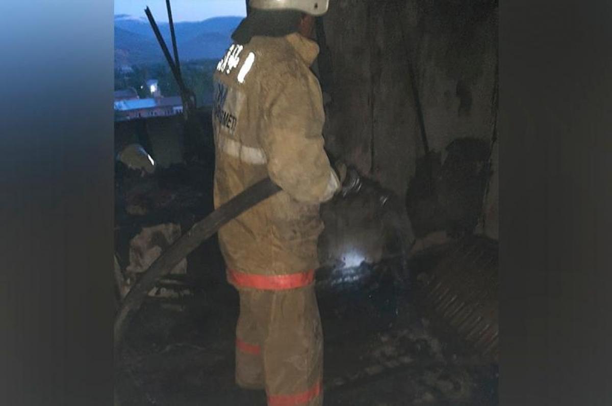 90 человек эвакуировали во время  пожара в Риддере