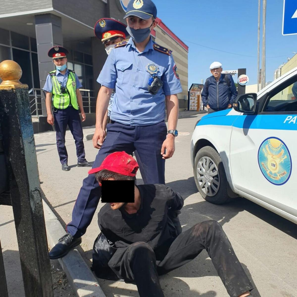 Злоумышленник напал на женщину с ножом в Караганде