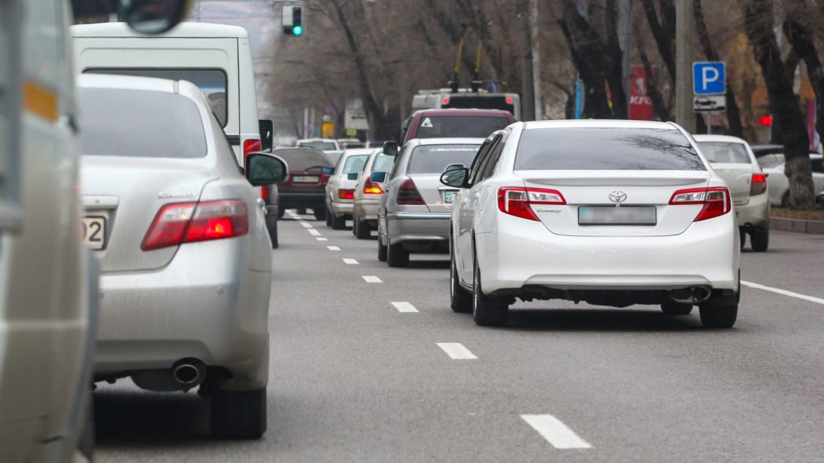 «Престарелый» автопарк: в некоторых регионах страны 8 из 10 автомобилей — старше 10 лет