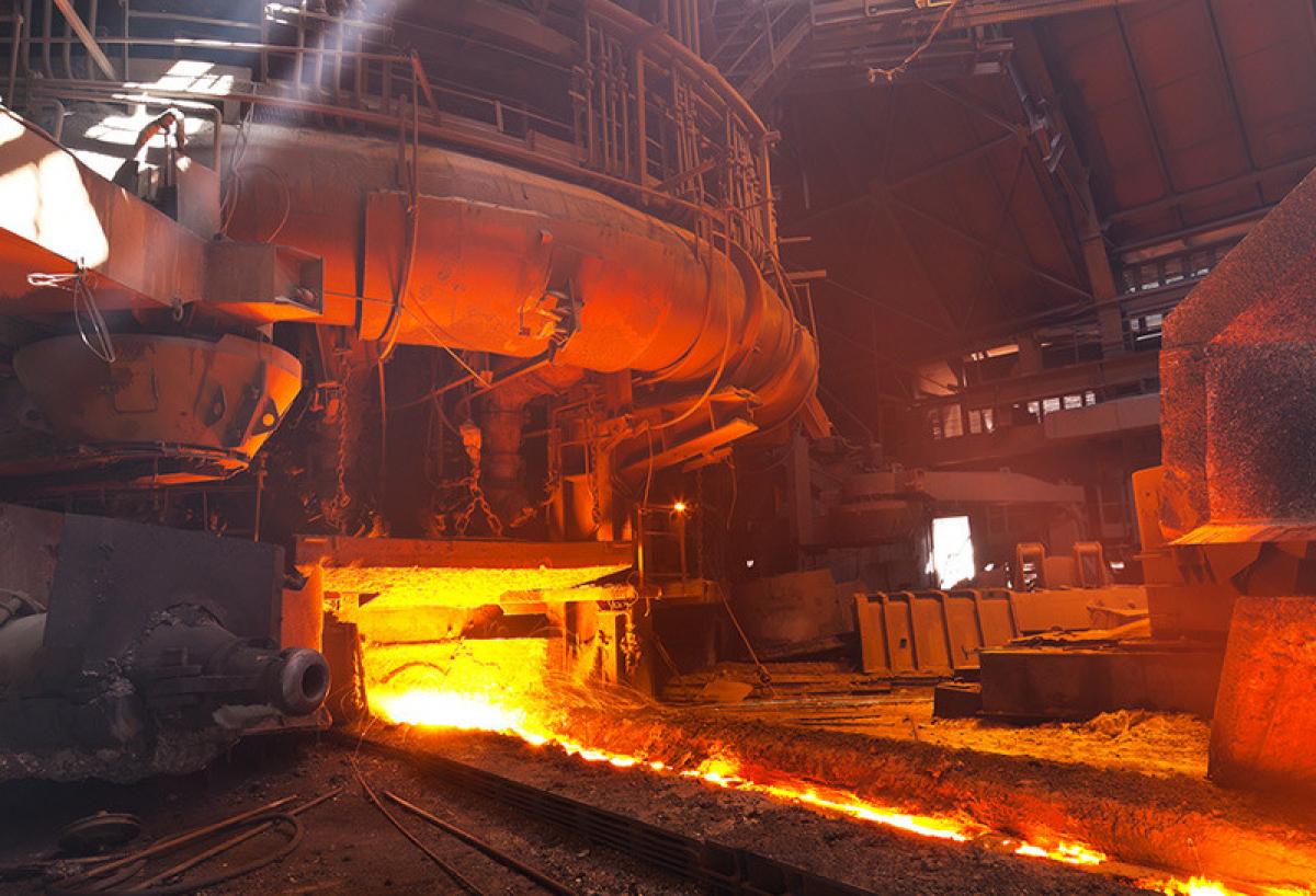 Чёрная металлургия вновь ушла в минус: за год объёмы производства сократились на 3%