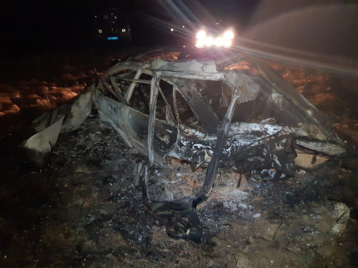 На трассе в Акмолинской области машина вылетела в кювет и загорелась: скончались двое
