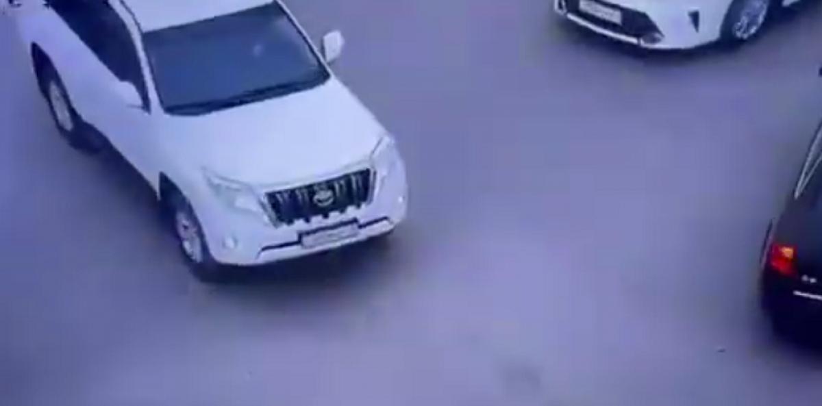 Лихач пытался уехать от полиции в Жанаозене / ВИДЕО