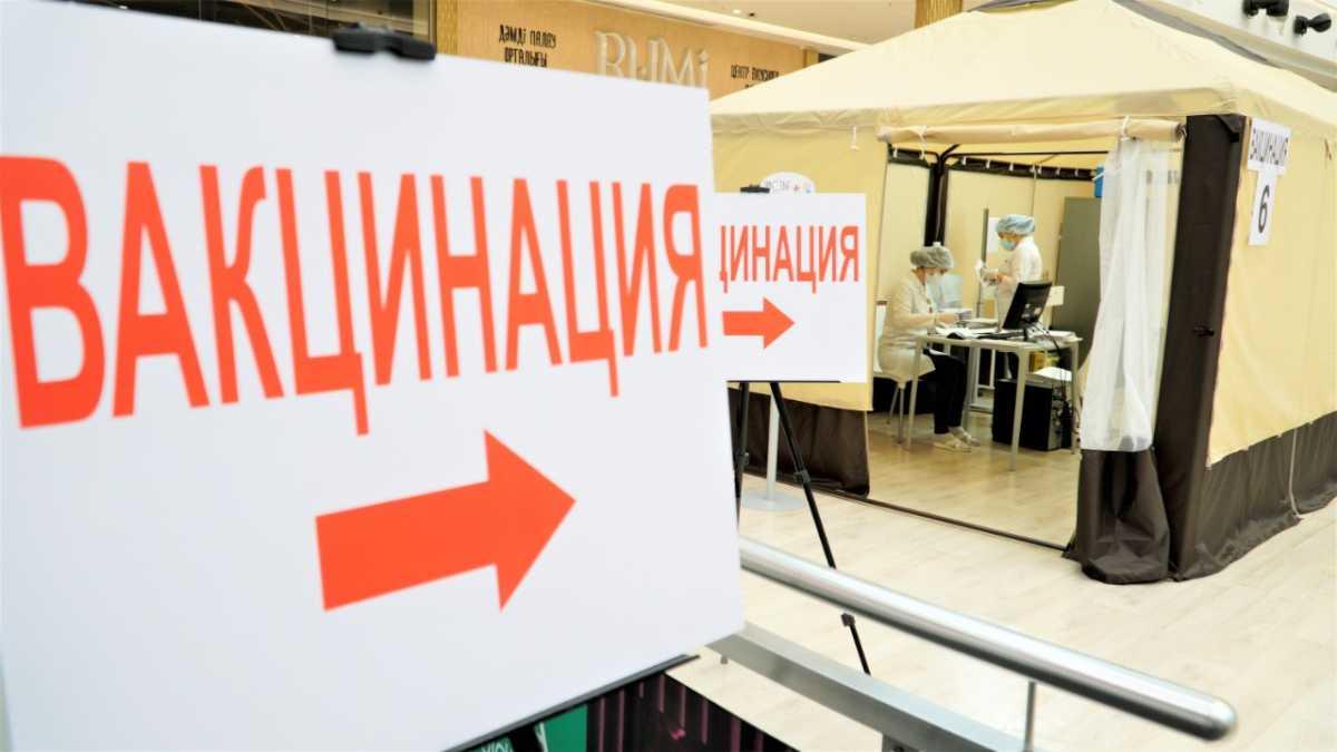 Двукратный чемпион олимпийских игр Илья Ильин привился от КВИ в Нур-Султане