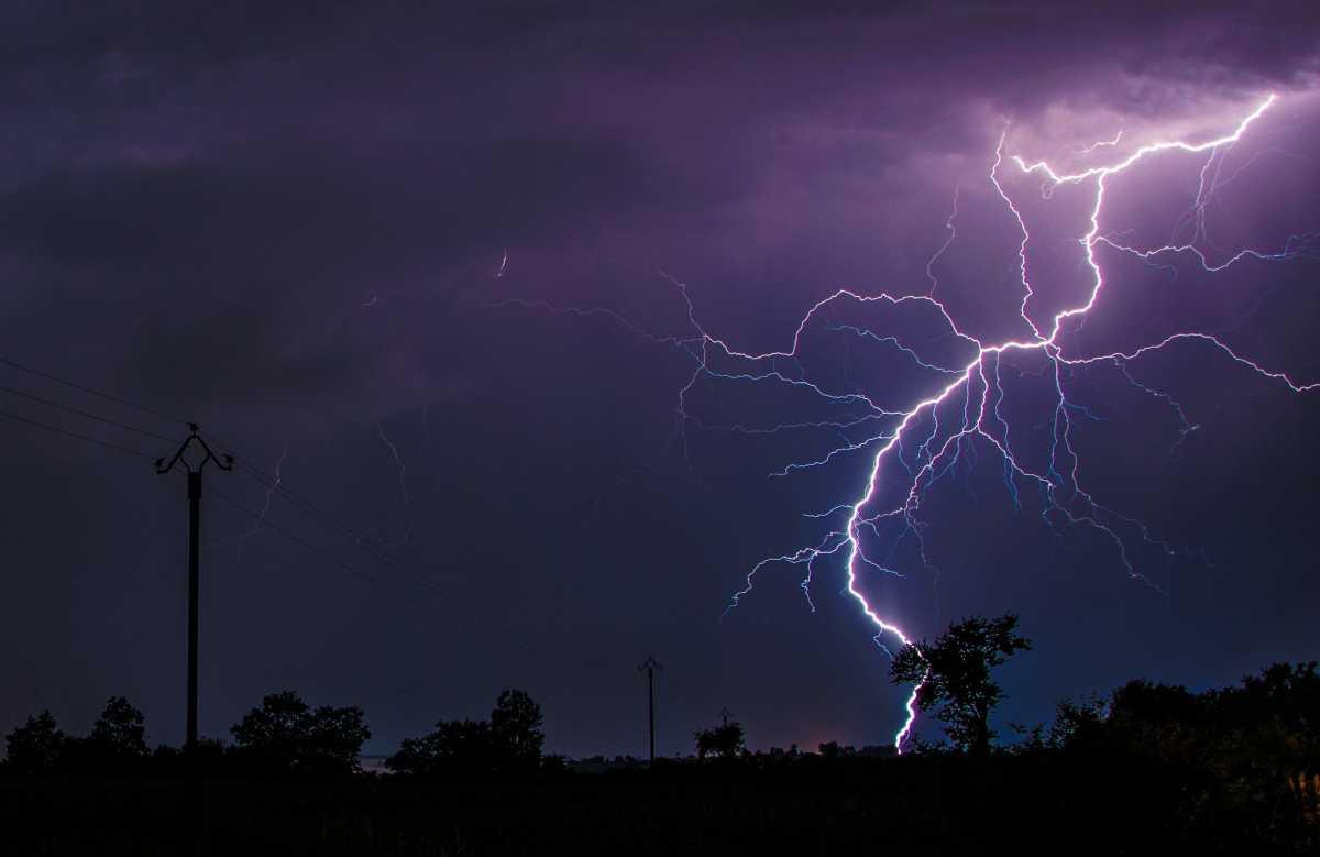 Местами гроза, ветер, пыльные бури:  штормовое предупреждение объявили в нескольких регионах Казахстана