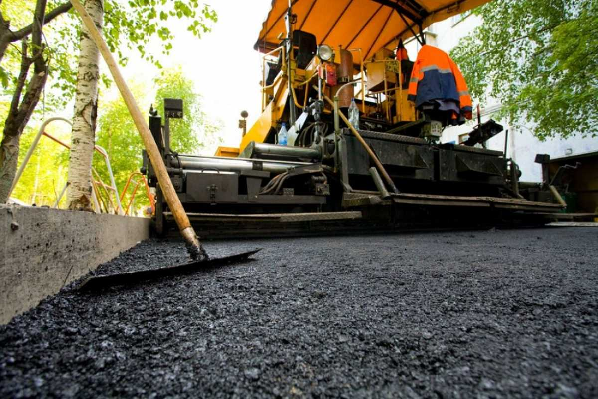 Более 480 километров дорог местной сети обновляют в Туркестанской области