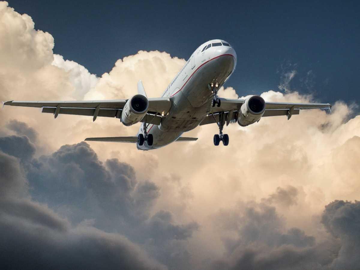 Самолет вернулся в аэропорт Нур-Султана после вылета в Алматы