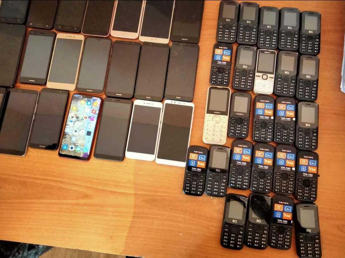 Заключенным жамбылской колонии пытались продать смартфоны