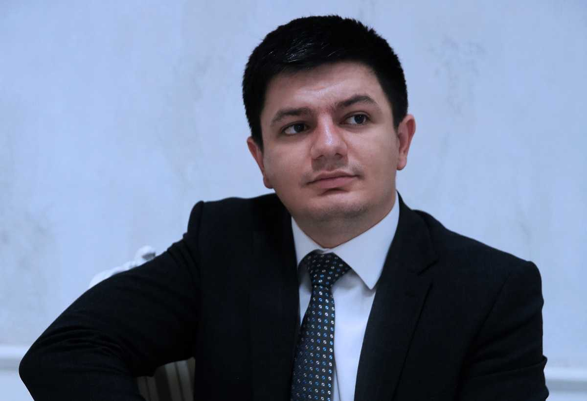 «Начинающий блогер, а-ля Навальный»: политолог обвинил Мамая в подлости