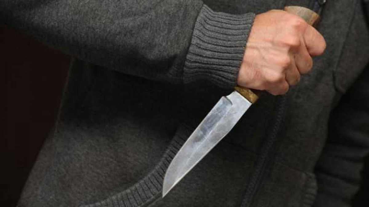 В Сети появилось видео нападения c ножом на подростка в Караганде