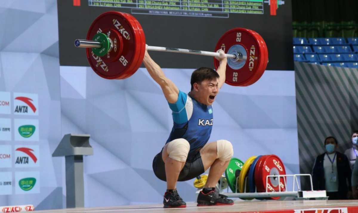 Олимпиада в Токио: против кого будут биться казахстанские тяжелоатлеты