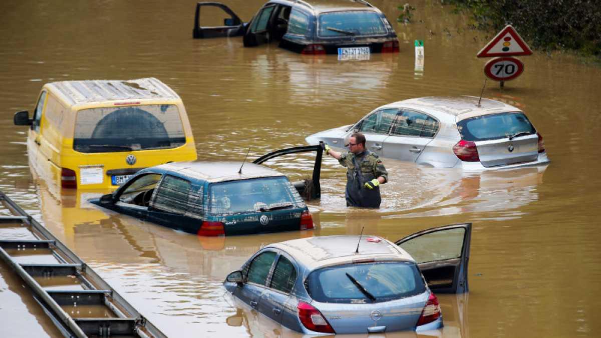 Утопленные в Европе авто появятся в Казахстане осенью - эксперт