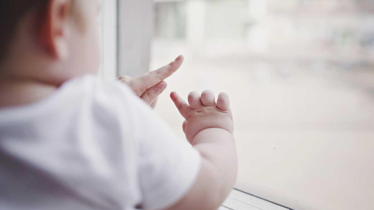 С начала года в Нур-Султане 25 детей выпали из окон многоэтажек