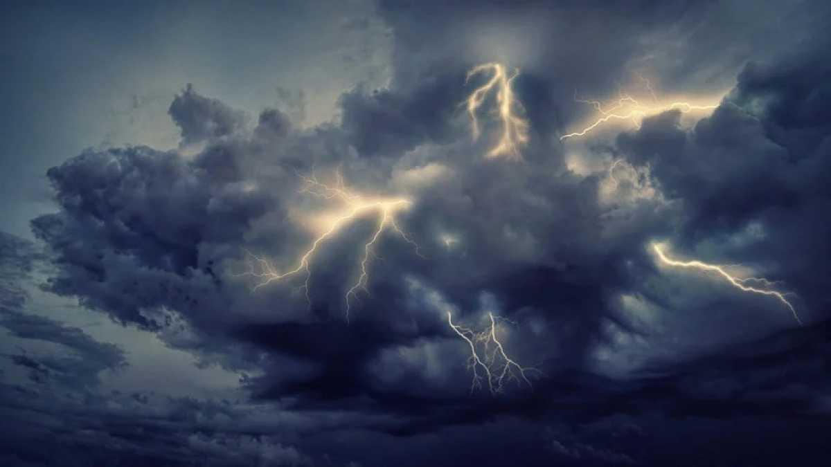 В 11 областях Казахстана объявлено штормовое предупреждение на 4 августа