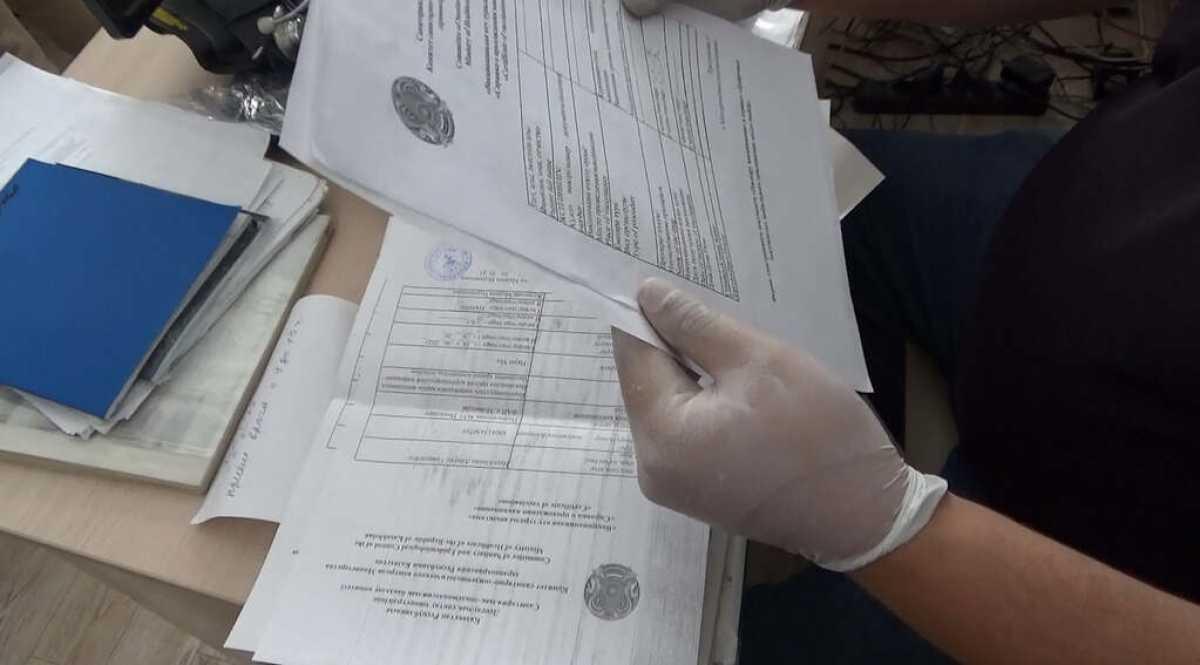 Купивших паспорта вакцинации свыше 200 человек ищет полиция Павлодара