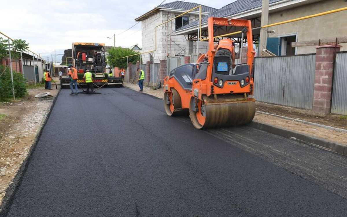 В Наурызбайском районе Алматы ведется средний ремонт дорог на 35 улицах