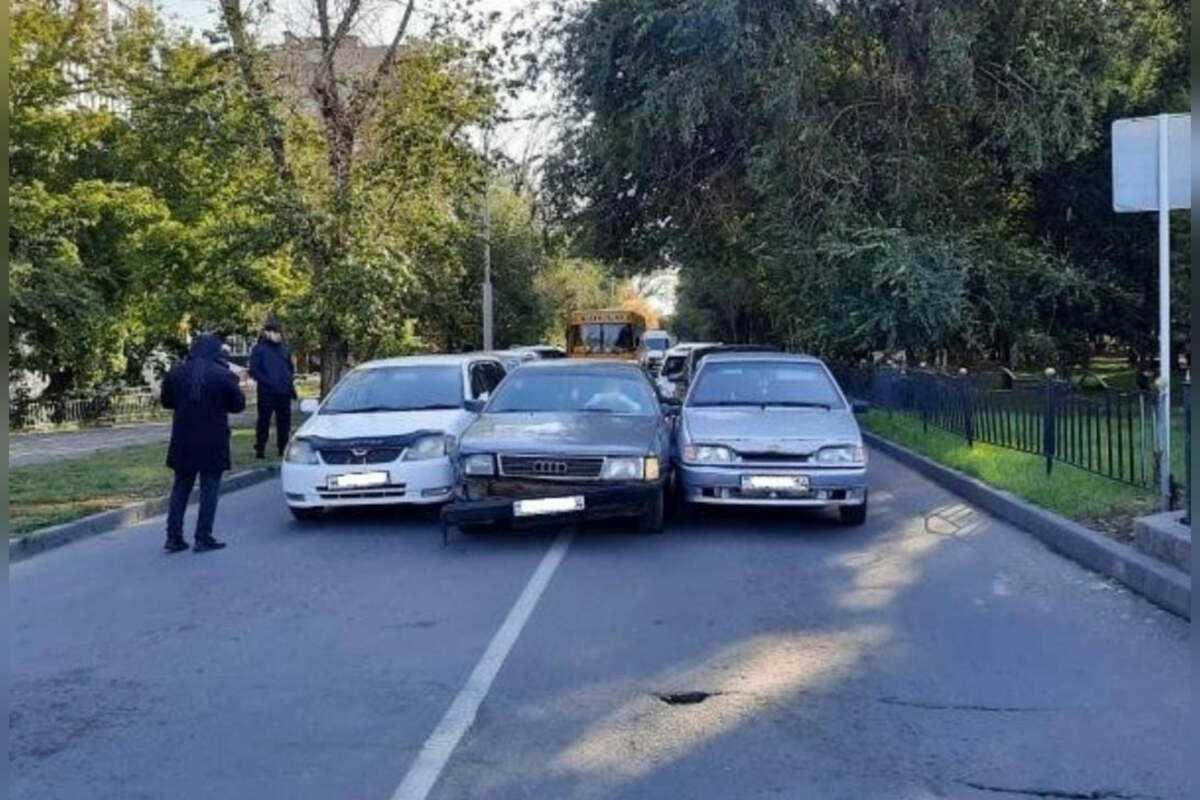 Водительница Audi столкнулась с 7-ю автомобилями в Павлодаре