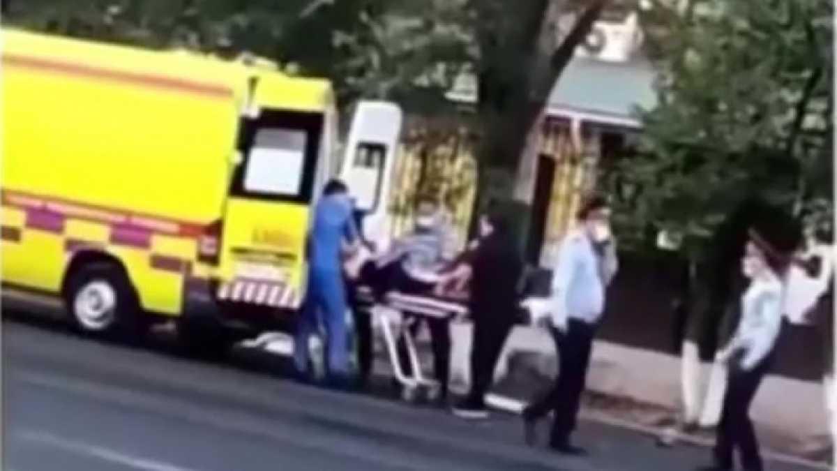 Автомобиль сбил толпу на остановке в Таразе: о состоянии пострадавших рассказали врачи