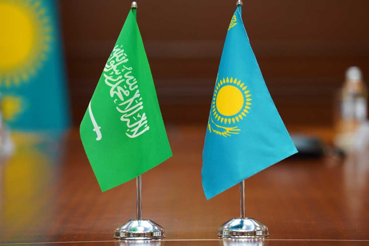 Глава МИИР РК провел встречу с министром инвестиций Королевства Саудовской Аравии