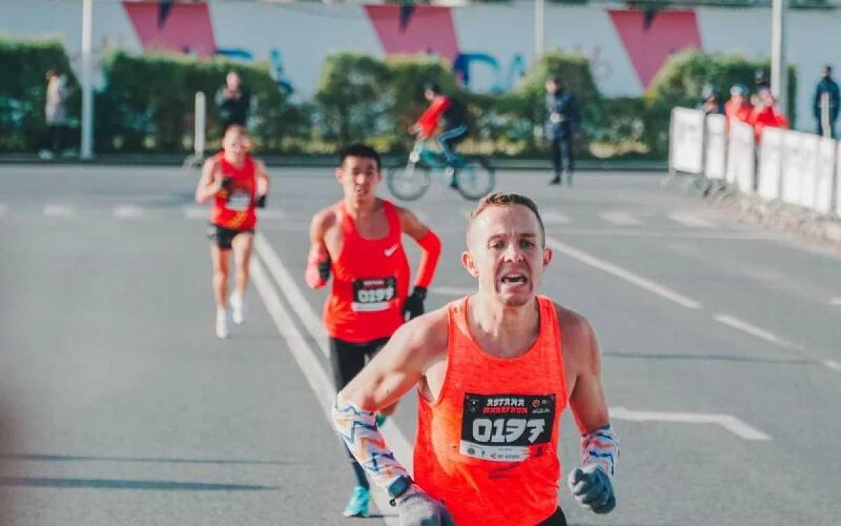 Легкоатлет завоевал золотую медаль на беговом марафоне «Astana Marathon-2021»