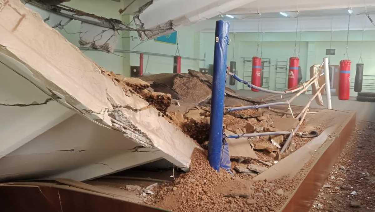 Крыша спортзала обрушилась в Павлодаре