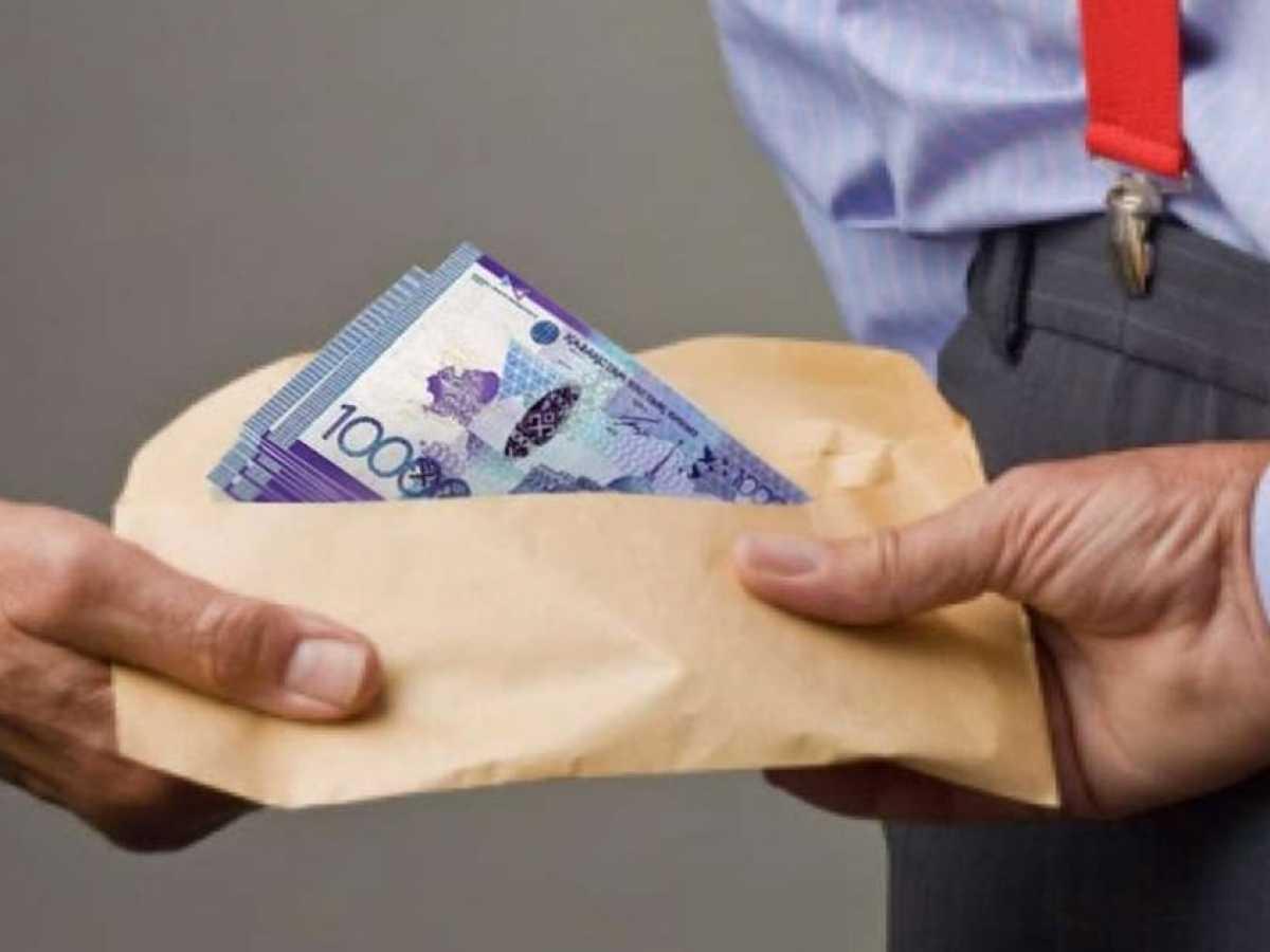 В ЗКО поощрили гражданина за сообщение о факте коррупции в Департаменте по делам обороны