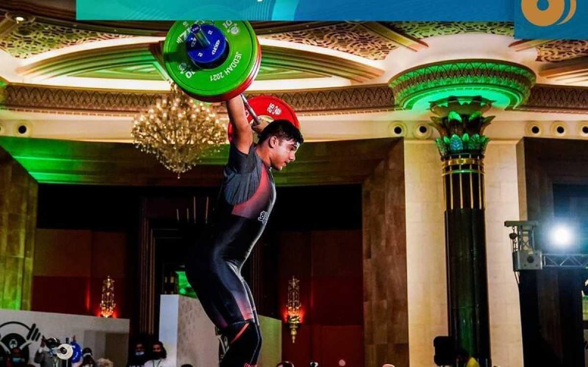 Тяжелоатлет Рахат Бекболат стал чемпионом мира среди юношей
