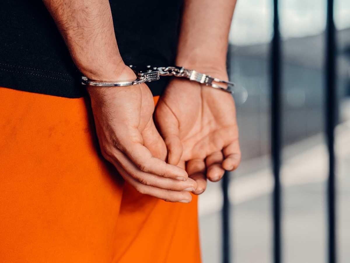 Студент торговал холодным оружием в Семее