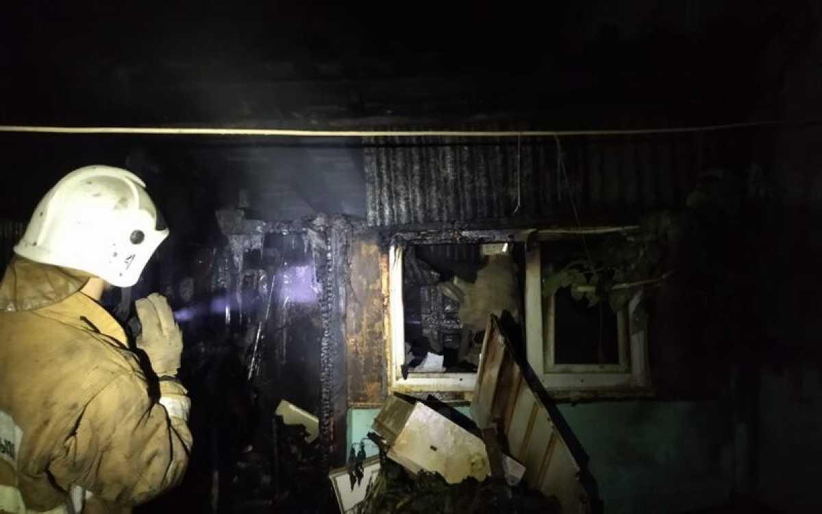 10 человек спасено на пожаре в Караганде