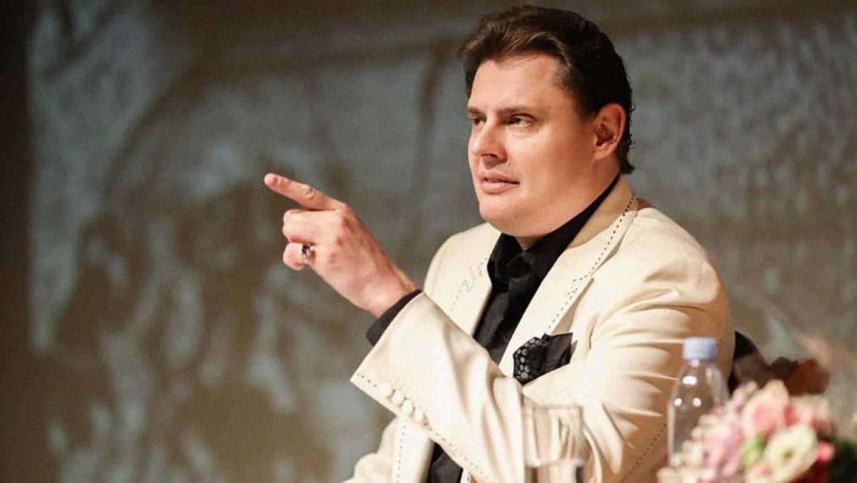 «Недоартист»: Понасенков жестко раскритиковал Димаша Кудайбергена